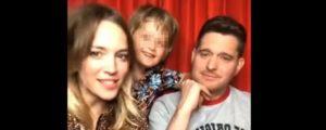 Michael Bublé e la moglie, diretta video col figlio Noah guarito dal cancro: 'Il nostro supereroe'