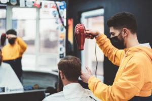 Sale la rabbia dei parrucchieri, il 15% non riaprirà