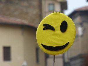 Felicità, le parole per dirlo e ricordare in quanti modi è possibile essere felici