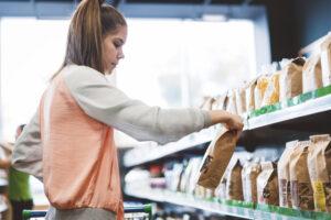 Carrelli 'verdi', così la spesa vegan e vegetariana ha cambiato anche i supermercati