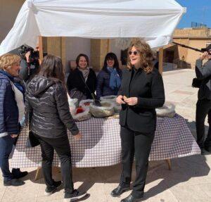 Casa in Sicilia per un euro, ci prova Lorraine Bracco