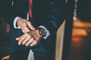 Cosa ci spinge a desiderare beni di lusso? Il timore reverenziale