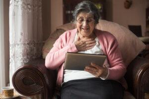 Anziani al tempo del Covid, quanto pesa l'isolamento sociale