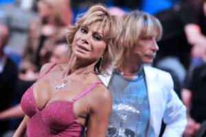 Carmen Russo frena l'intimità con Enzo Paolo Turchi: 'Rischioso anche darci un bacio'