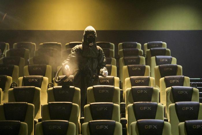 Cinema in crisi, -93% incassi e presenze da marzo