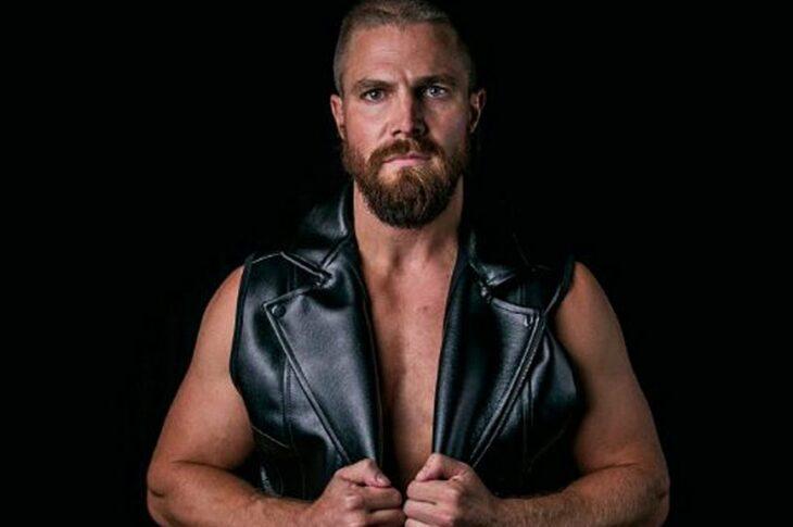 HEELS, la nuova serie sul wrestling con Stephen Amellpesca due attori da Mad Men