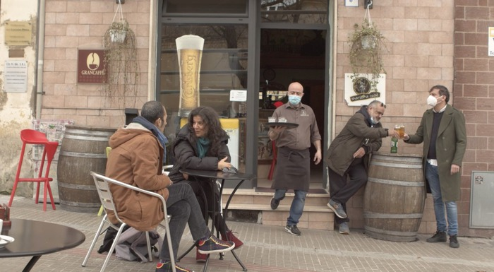 "Cinema:""Meno cinque"",film su bar in era Covid boom su social"